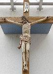 Pokopališki križ na cerkveni fasadi retavriran