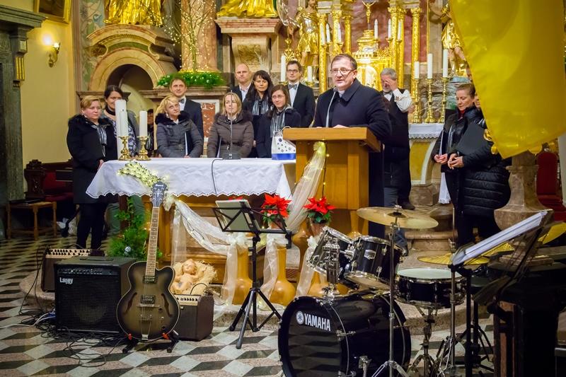 Božični koncert, petek, 27.12. v cerkvi na Dobrovi. Foto: Marjana Ojsteršek