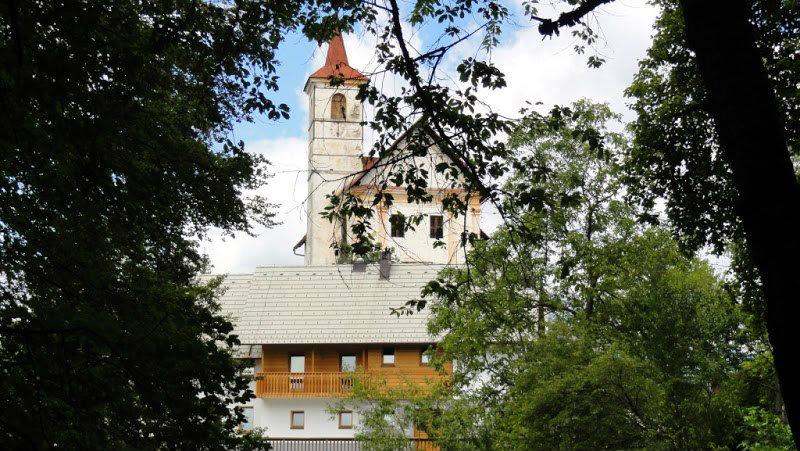 cerkev in Dom