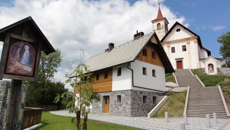 cerkev, Dom in križev pot